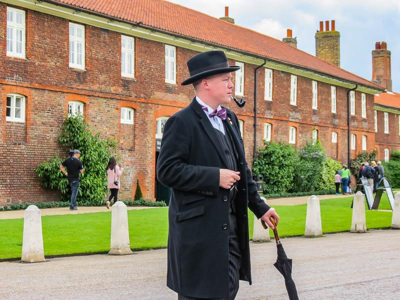 Hampton Court Palace Tour Guide