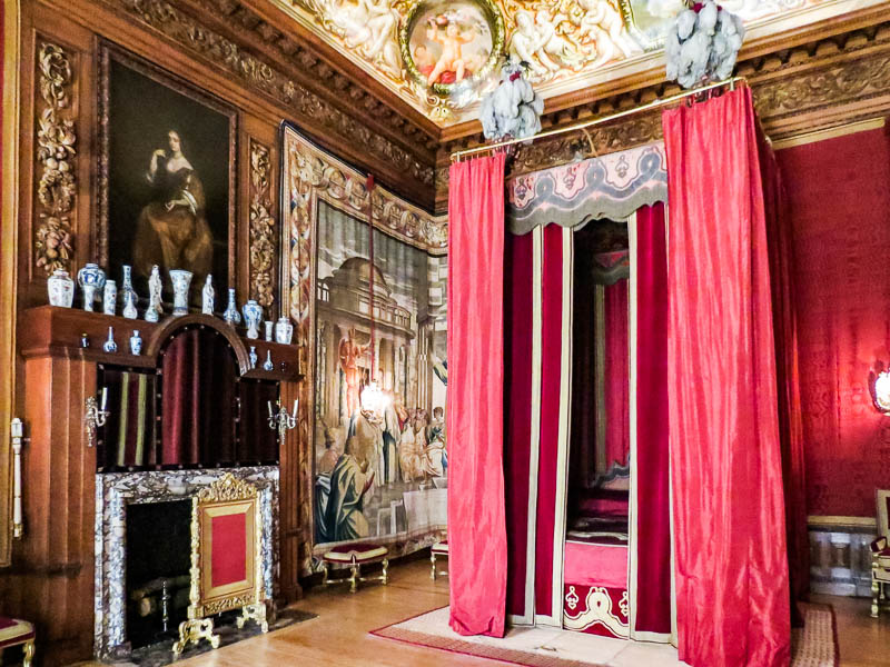 The King's bed at Hampton Court Palace.